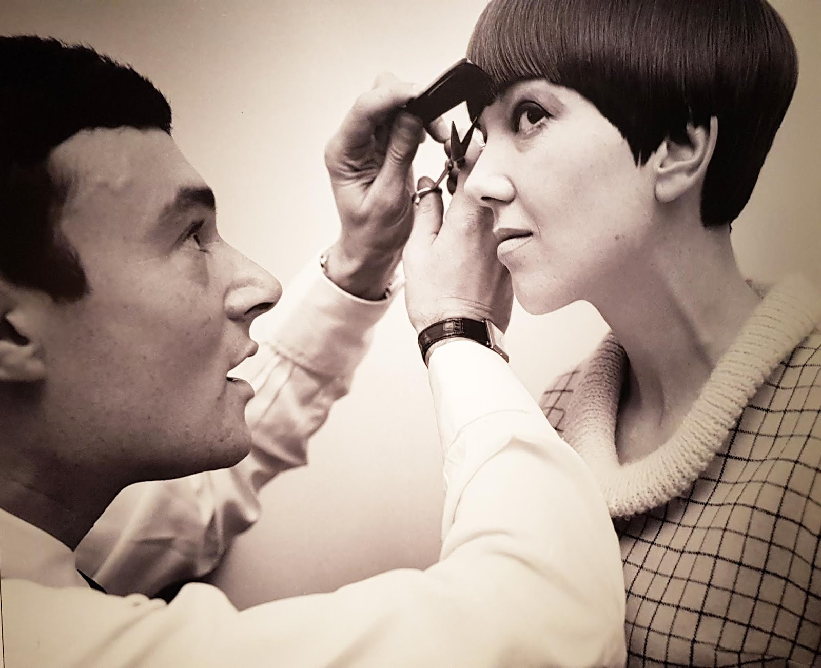 60s hair stylist Vidal; Sassoon creating Mary Quant's bob hair cut