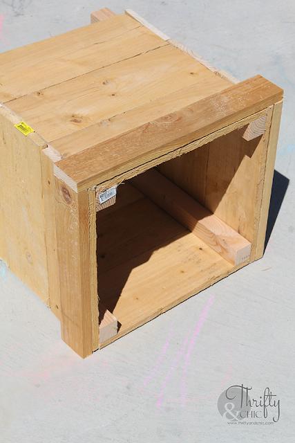 DIY outdoor planter box. Patio or porch decor and decorating ideas. Outdoor planter box tutorial.