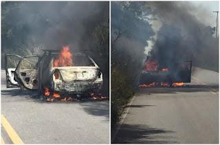 http://vnoticia.com.br/noticia/2827-motorista-sai-as-pressas-de-carro-em-chamas-e-e-atropelado-por-moto-na-rj-224-em-sfi