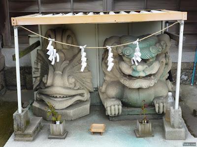 鼻川神社謎の石像