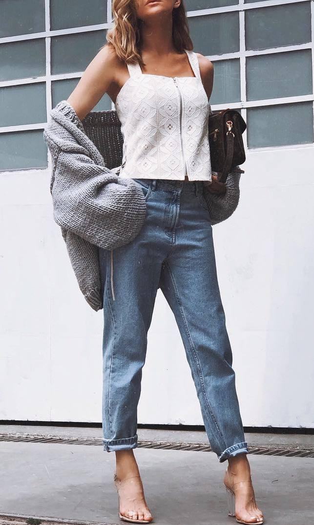 ootd | grey cardigan + bag + white top + boyfriend jeans + heels