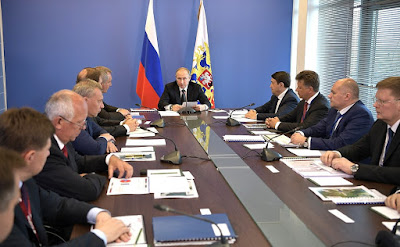 Vladimir Putin at the meeting on the development of civil aircraft engineering.
