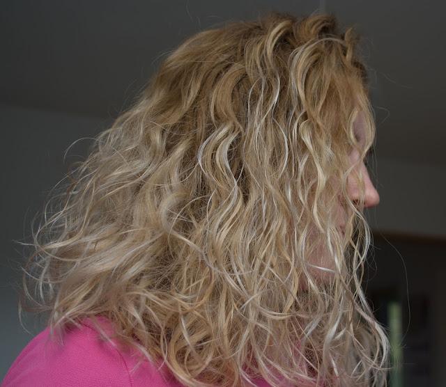popielate tony na włosach, jak uzyskać?