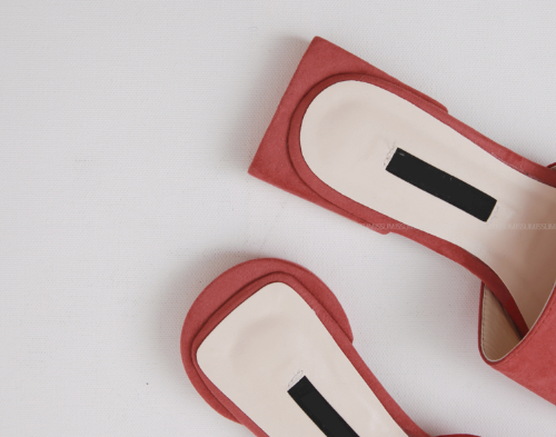 Mismatched Heel Shape Slippers