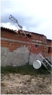 Em Carnaúba dos Dantas, torre de internet cai com forte ventania