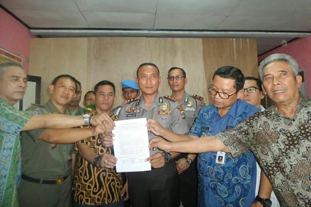 Pertemuan membahas surat edaran tentang pengaturan kegiatan bagi warga non muslim di Perumahan Bumi Anugerah Sejahtera
