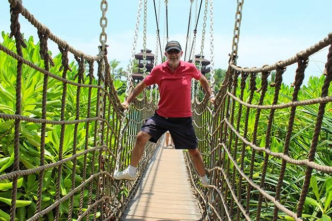 Puente de madera y cuerda