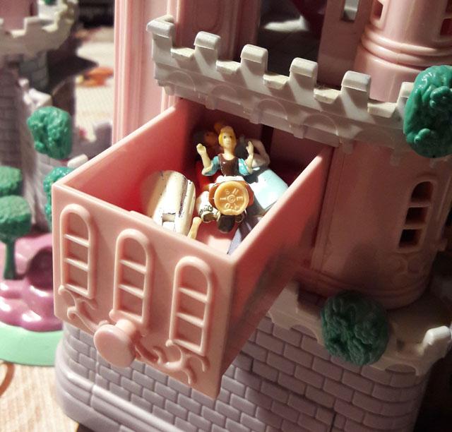 gavetinha do castelo para guardar os bonequinhos