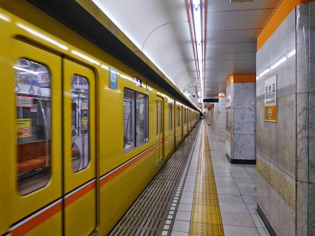 地下鉄,表参道駅,電車〈著作権フリー無料画像〉Free Stock Photos