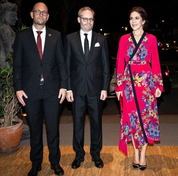 Crown Princess Mary wore Etro fluorite printed silk dress. Crown Princess Mary wore a fluorite printed silk dress by Etro