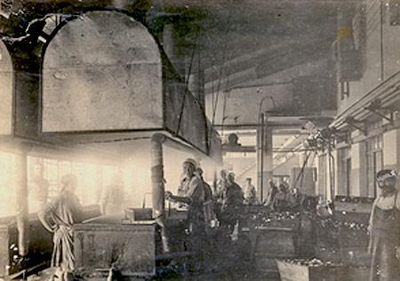 Рыбоконсервный завод в Керчи, 1930-е годы