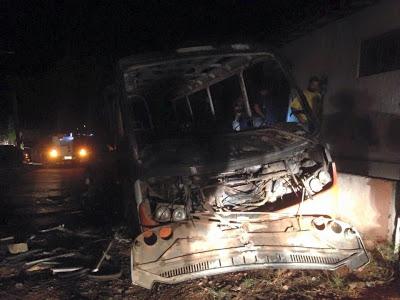 Polícia: Bandidos queimam veículos e depredam Câmara Municipal, em São Paulo do Potengi