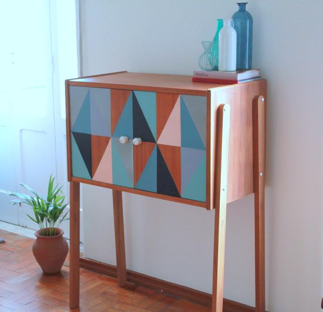 Aufhübschen in strenger Geometrie – Selbermachen einer Kommode im Mid-Century Design