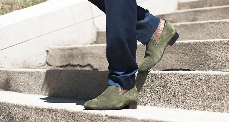 Verde greenery  l ultima tendenza per le calzature della moda uomo ... 968c518a3de