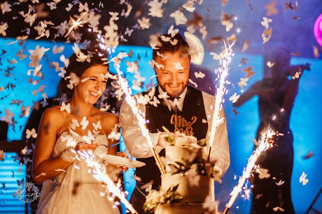 Tort weselny, Ślub polsko brytyjski, ślub polsko szkocki, wesele w Krakowie, ślub w Krakowie, ślub w plenerze, miejsce na ślub i wesele Kraków, Organizacja ślubu Kraków, Ślub międzynarodowy,
