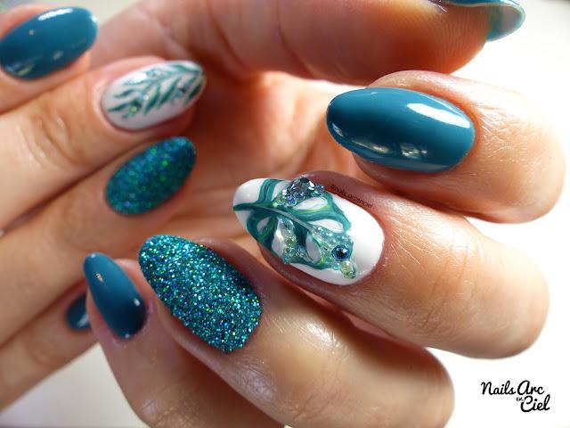 Nail art feuilles tropicales vert riviera par nails Arc en Ciel