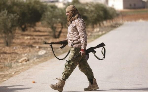 المسلحون الموالون لتركيا في إدلب يرفضون تسليم أسلحتهم والانسحاب؟