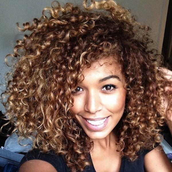 mulheres negras com luzes no cabelo
