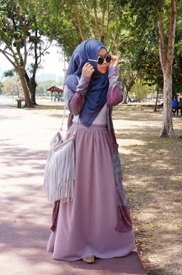 galeri foto model hijab gaya foto model hijab di pantai