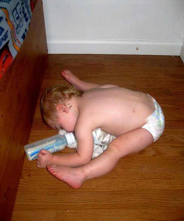 15+ Hilarious Pics That Prove Kids Can Sleep Anywhere - Napping Right Before Going To Bed