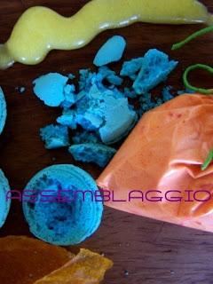 Fiori di macarons agli agrumi con pelle di frutta