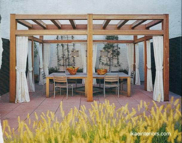 Glorieta gazebo de madera y muebles de exterior