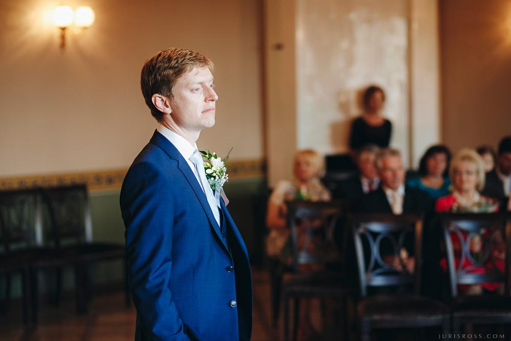 līgavainis gaida līgavu dzimtsarakstu nodaļa kuldīga