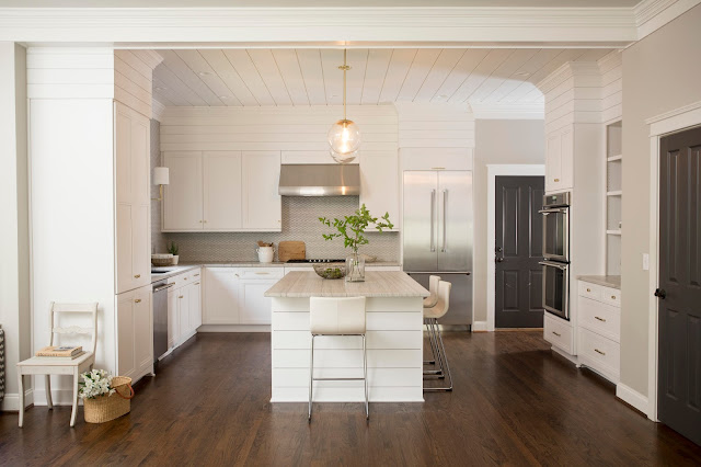 White Kitchen, Design by Kelley Vieregg of KVID Interior Design. Photography by EA Decker Photography.