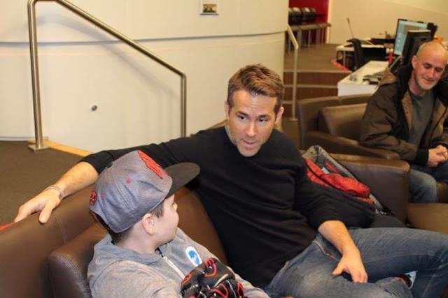 Ryan Reynolds se despide de niño admirador de Deadpool