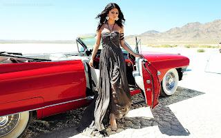 Juhi Chawla Car Wallpaper Bollywood Actress Hd Wallpapers Hollywood Actress Hd