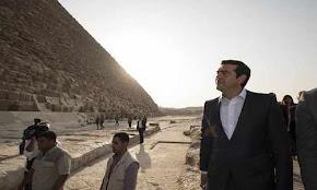 o-alekshs-tsipras-stis-pyramides