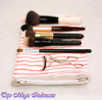 letakkan kuas make up set semalaman agar kering sempurna