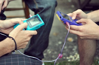 Cable que permite hacer transferencias de datos entre dos Game Boy Color