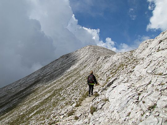 Wchodzimy w trawers zbocza Kameniticy (bułg. Каменитица, 2726 m n.p.m.).
