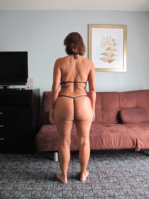 совнира крупным планом зрелые женщины в стрингах болтается