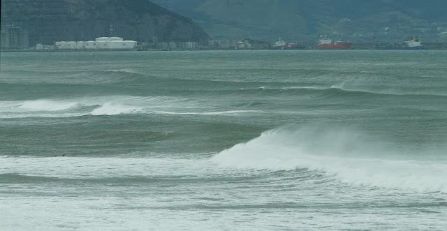 por fin surf en sopelana en invierno 01