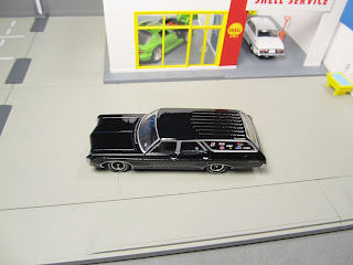 Auto World 1969 Chevy Kingswood Estate black