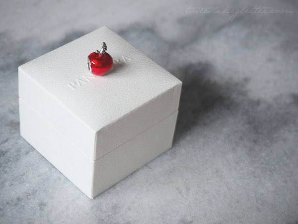 Pandora Snow White's Apple Charm.