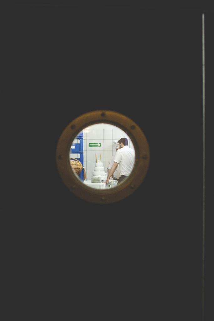 Sabina i Tomek, reportaż ślubny, wesele, plener ślubny, owce, artystyczna fotografia ślubna, katarzyna gabriela fotografia, Bochnia, fotograf na ślub Kraków, Fotograf ślubny Bochnia, Restauracja Hotel Graal, Targowisko, zdjęcia ślubne, Kościół Św. Jana Bochnia, fotografia ślubna, sesja ślubna, sesja z owcami, sesja na zamku, zdjęcia na zamku, zamek w Wiśniczu, naturalna fotografia ślubna,