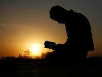 Pencitraan Diri dalam Adab Islami. Seperti Apa?