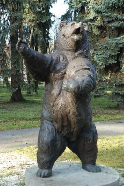 Sebuah memorial untuk Wojtek sang beruang pahlawan