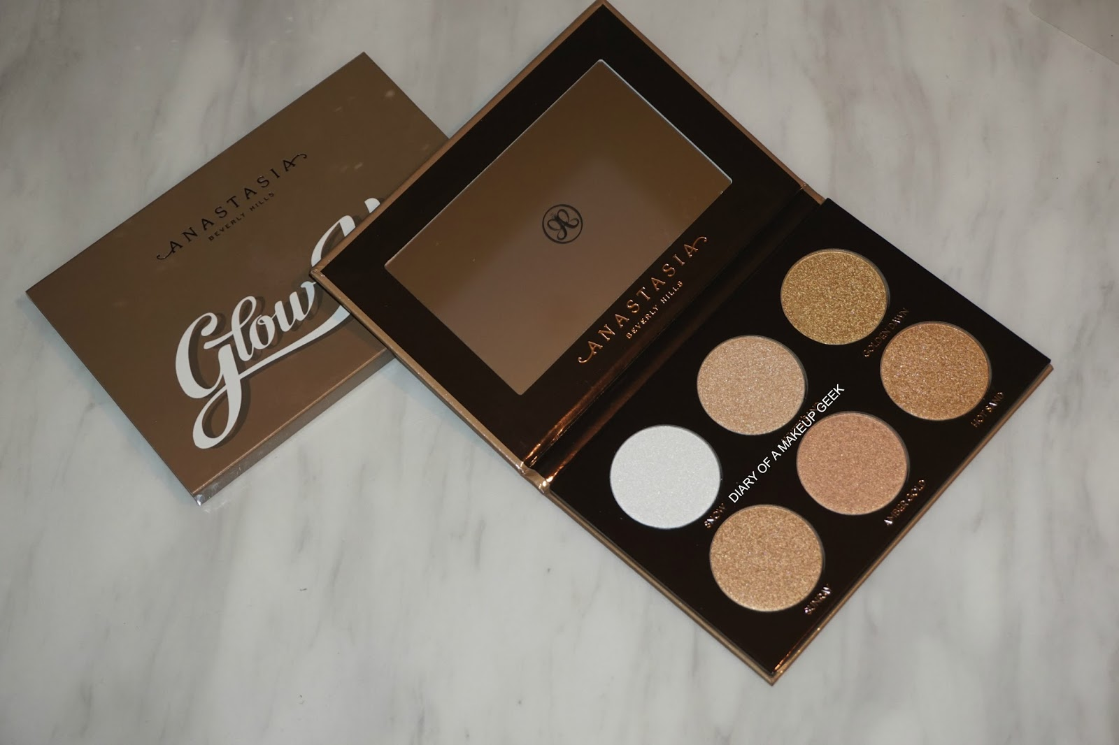 anastasia beverly hills glow kit ultimate glow. ultimate glow kit | review/swatches. two weeks ago was the launch of anastasia beverly hills holiday collection 2016 which consisted one