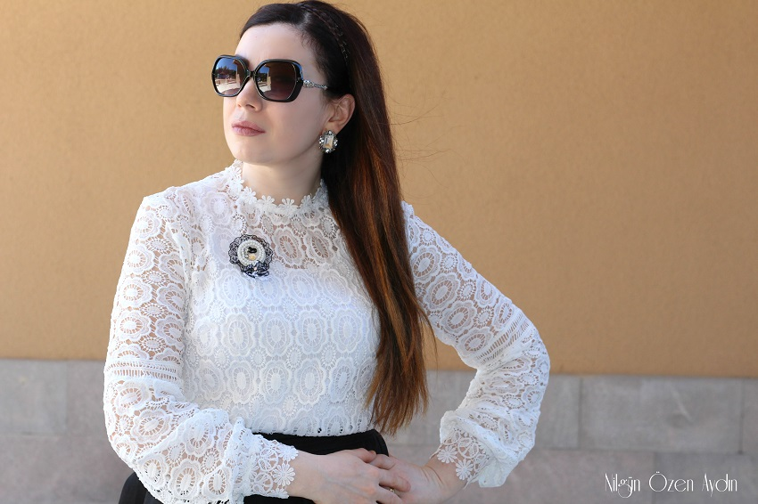 www.nilgunozenaydin.com-White Lace Mock Neck Blouse