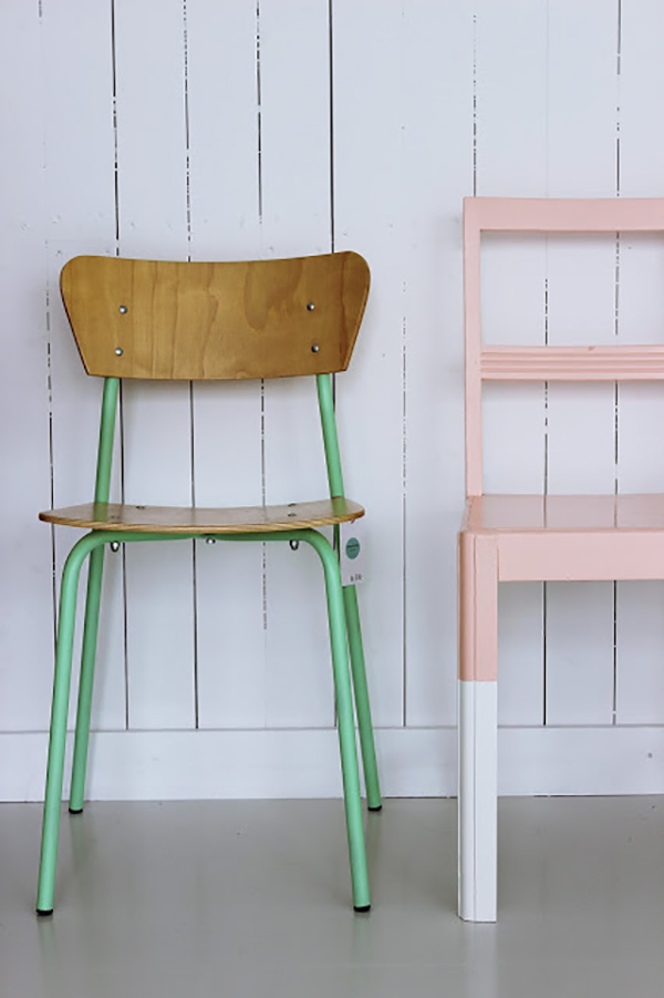Beautiful painted chairs. If you loved painted furniture or are thinking about using Chalk paint on furniture for the first time then you should check this post full of 25 incredible makeoevers. 25 Fabulous painted furniture ideas!