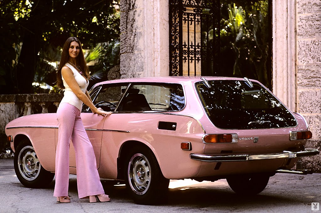 14 Fascinating Vintage Photos of Playboy Playmates Posing With Classic Cars From Between the Mid ...