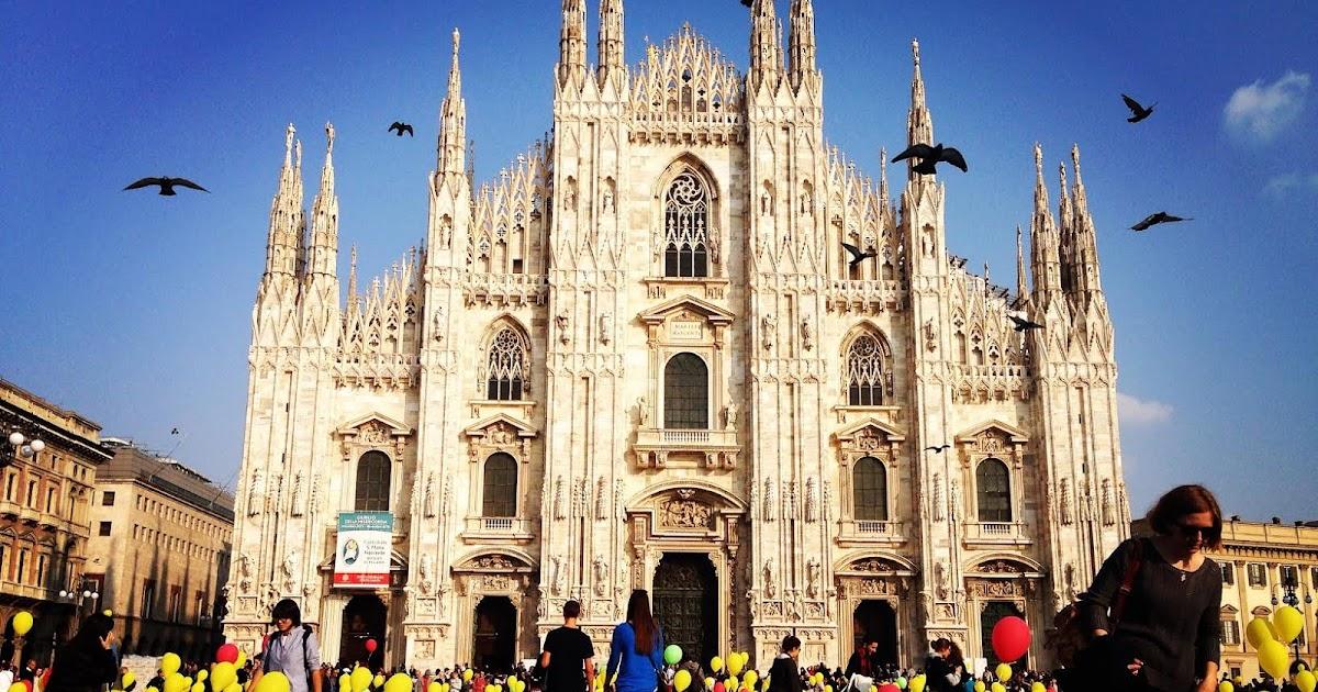Milano, africa, palloncini e solidarieta' * piazza duomo si colora di giallo