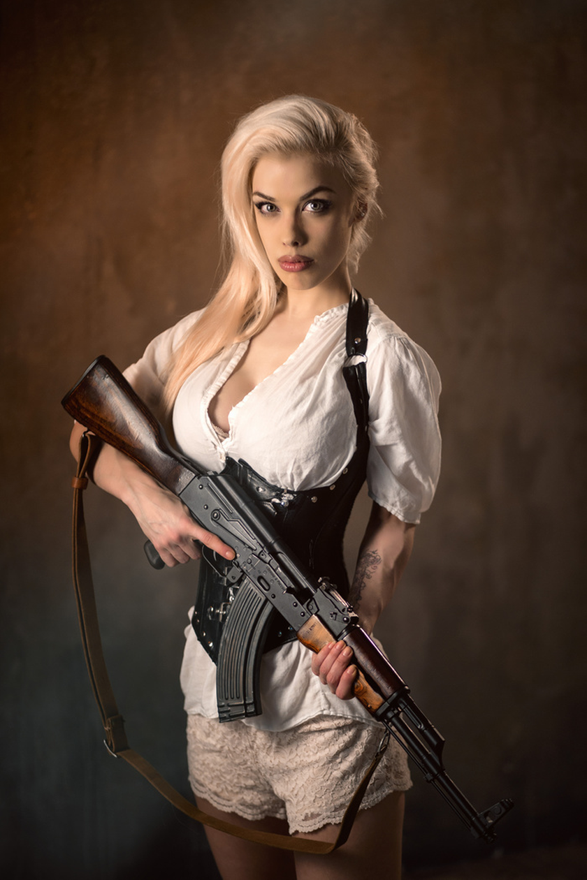 Military girl • Women in the military • Army girl • Women with guns • Armed