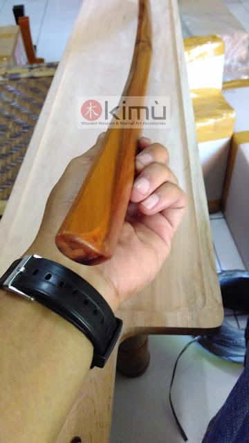 Ujung bokken atau pedang kayu sawo tampak dari depan
