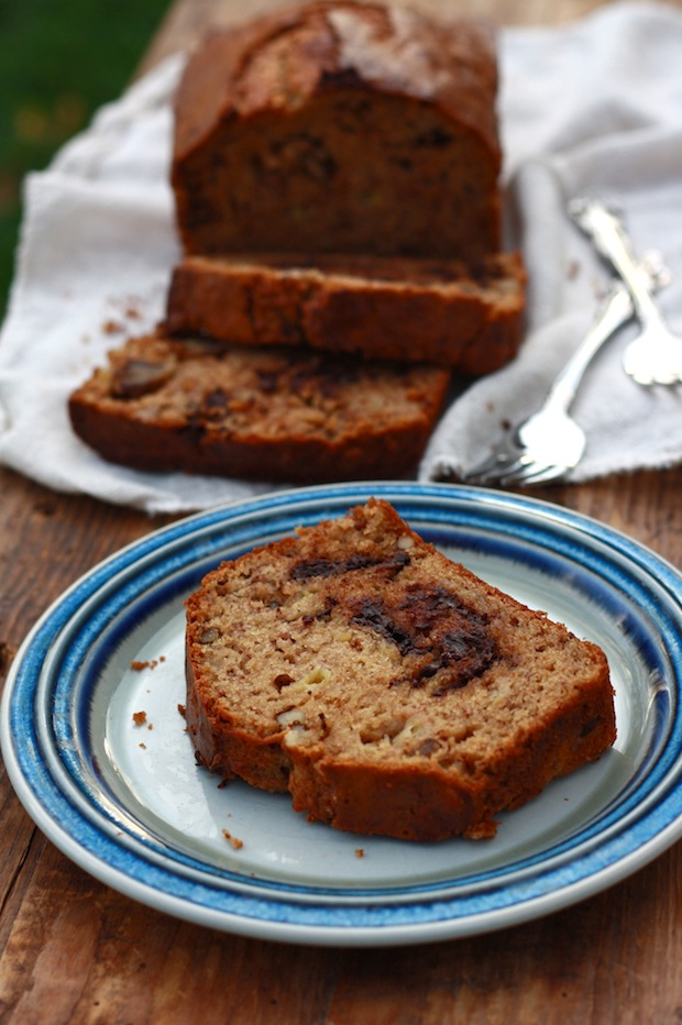Super Moist Banana Bread recipe by SeasonWithSpice.com