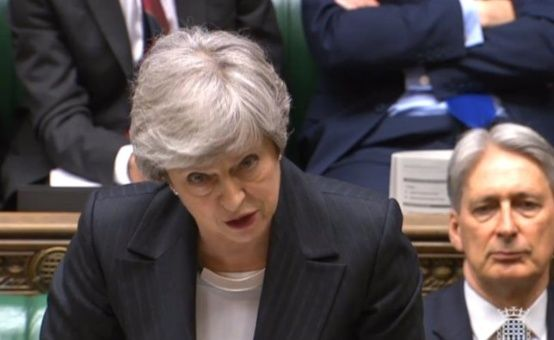 May insta a líder laborista apoyar nueva propuesta del brexit